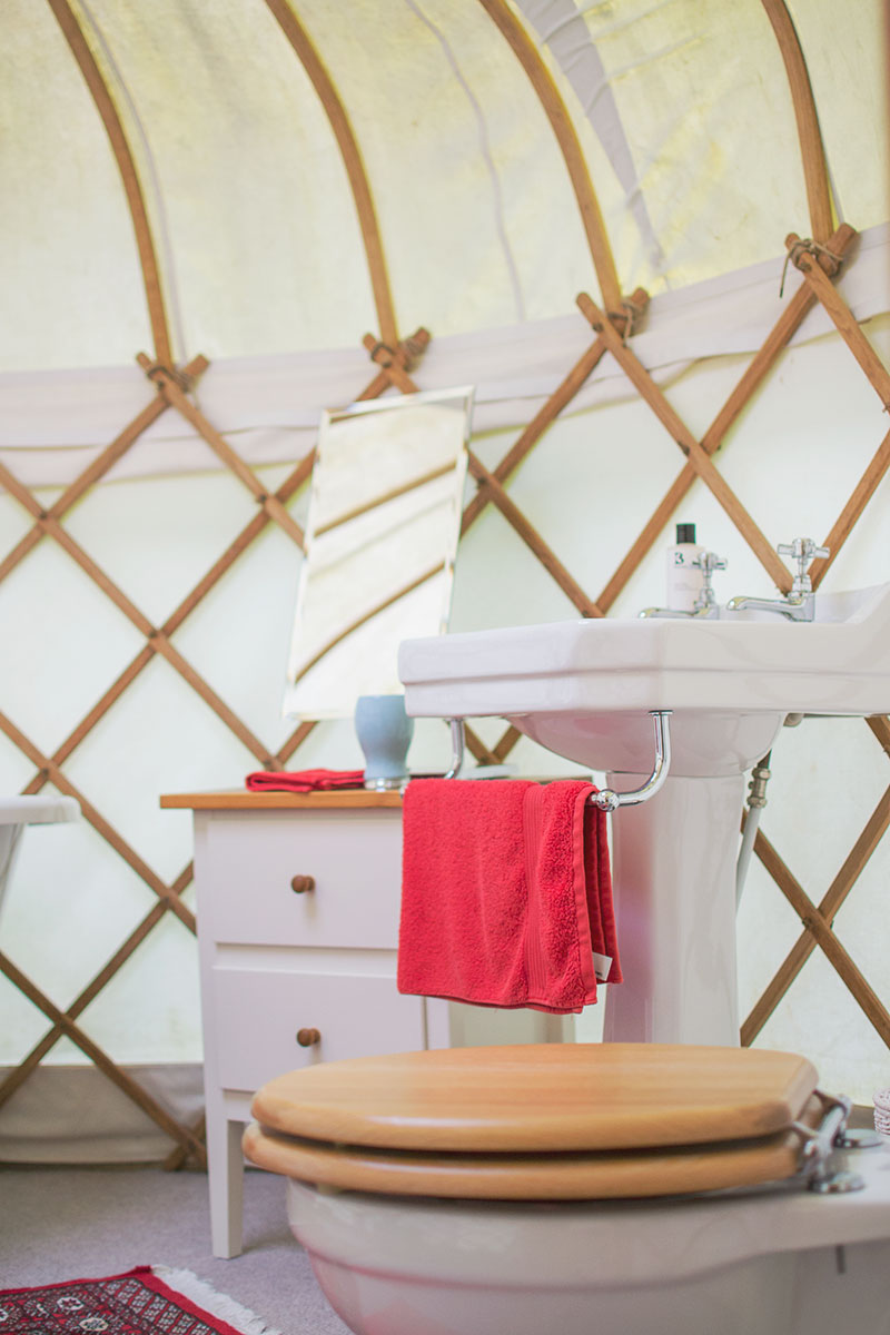 bathroom-in-a-yurt