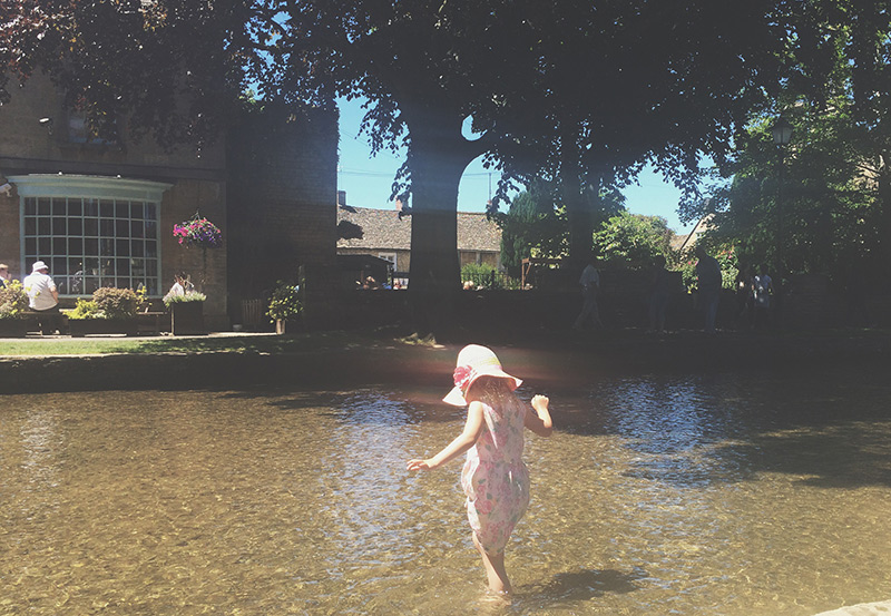 bourton-on-the-water-stream