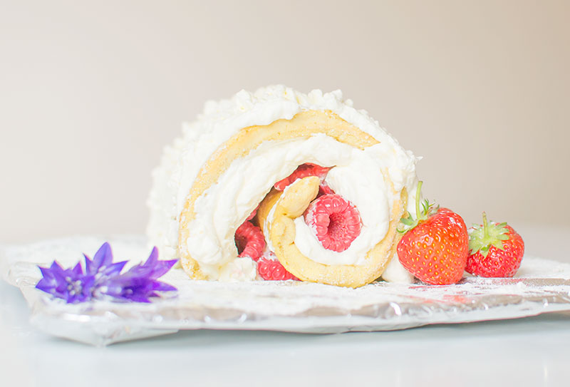 close-up-summer-roll-cake
