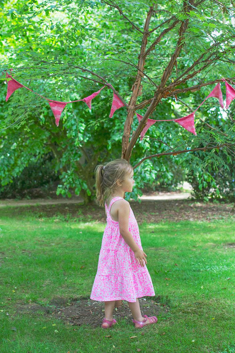 knitted-bunting-larmer-tree-festival