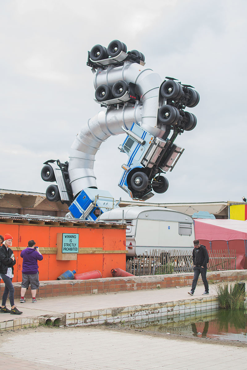 lorry-structure-dismaland